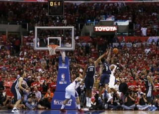 Los Angeles Clippers Chris Paul scores the game-winning basket against the Memphis Grizzlies in Los Angeles